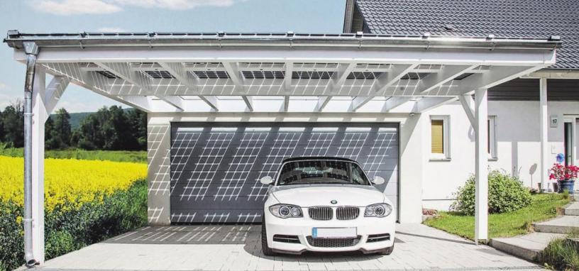 Mit Solarelementen wird aus dem Carport eine private Elektro-Tankstelle. Foto: djd/solarcarporte.de
