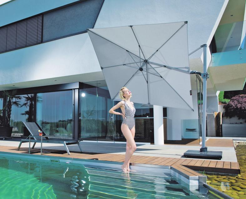 Moderne Sonnenschirme sind formschön und multifunktional und lassen sich den jeweiligen Gegebenheiten perfekt anpassen. Foto: epr/Knirps