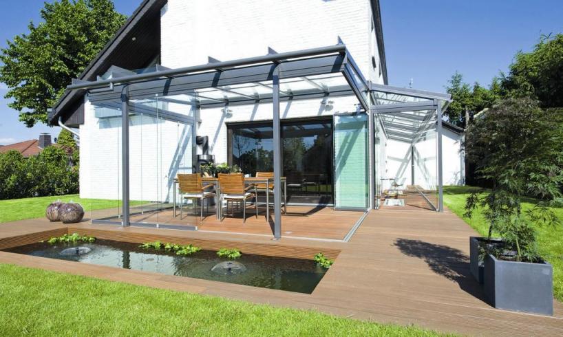 Terrassenüberdachungen aus Aluminium sind wertbeständig und geben einem Haus eine eigene Note. Foto: Solarlux