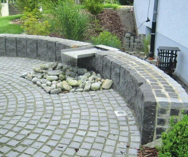 Pflastersteine sind im Garten vielfältig einsetzbar. djd/Viking